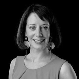 Portrait noir et blanc de Chloe LEMOINE, avocate au barreau de Grenoble