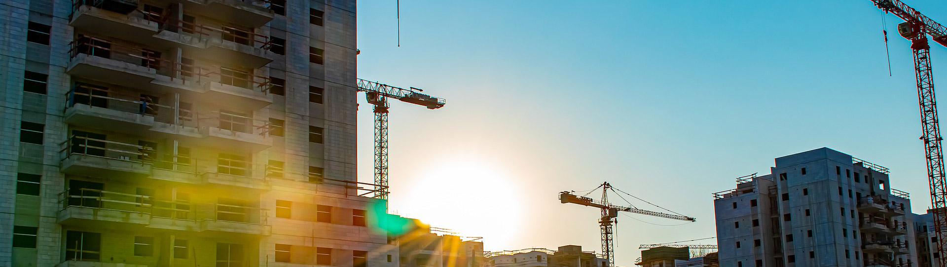 Photo d'immeubles en construction
